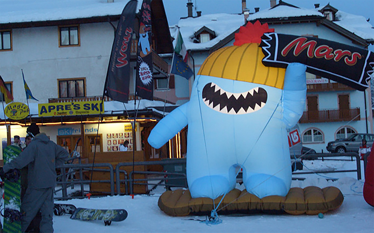 TANDEM_Communication_Partner_EVENTI_e_TEMPORARY_Mars_Grabba_Burton_Snowboard_gonfiabile