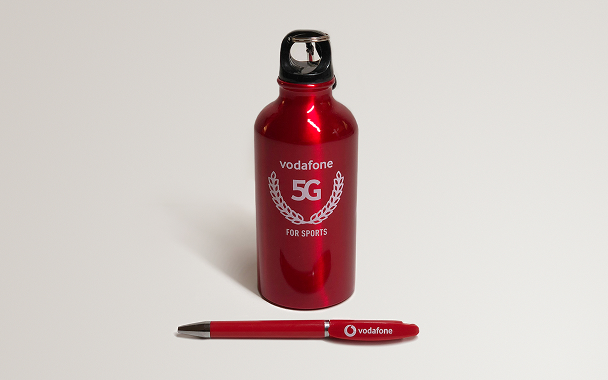 TANDEM_Communication_Partner_GADGET_e_MOCKUP_Vodafone_5G_penna_borraccia_gadget
